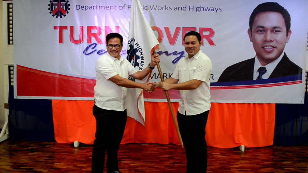 Senior Undersecretary Rafael C. Yabut hands over t  he official seal of the Department of Public Works and Highways to   Secretary Mark A. Villar as a symbol of transition. (Photo Courtesy of DPWH website)