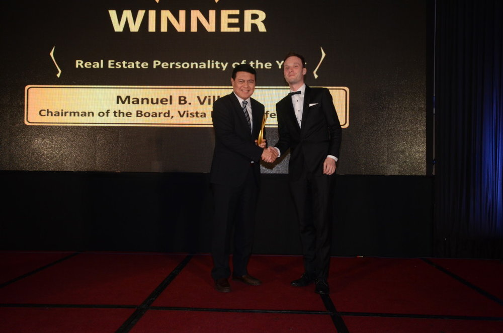 Manny Villar, chairman of Vista Land group, receives the 2016 Real Estate Personality award from Property Report editor-in-chief Liam Aran Barnes