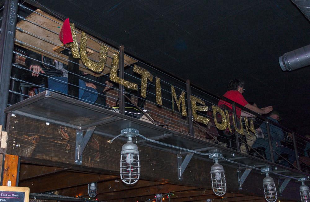 Multimedium sign at Andy's bar