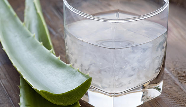 Aloe Vera juice and aloe vera leaves.  Photo Credit: http://www.prevention.com/beauty/aloe-juice-benefits