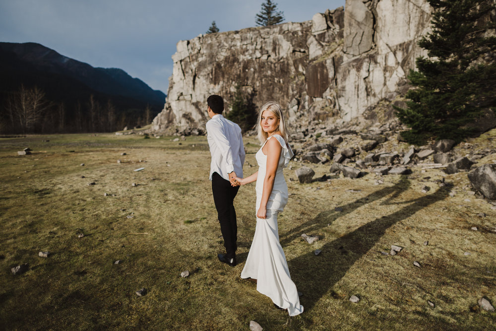 couple, bride and groom, portland oregon wedding, columbia gorge wedding, columbia gorge elopement, columbia gorge bridals, bhldn bride, bhldn wedding dress