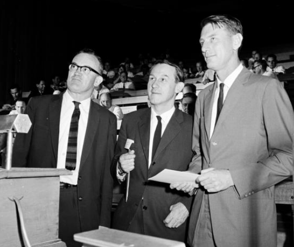 From left to right: Ben Gascoigne, Harley Wood and Paul Wild, at the first ASA meeting. Courtesy of CSIRO Radio Astronomy Image Archive.