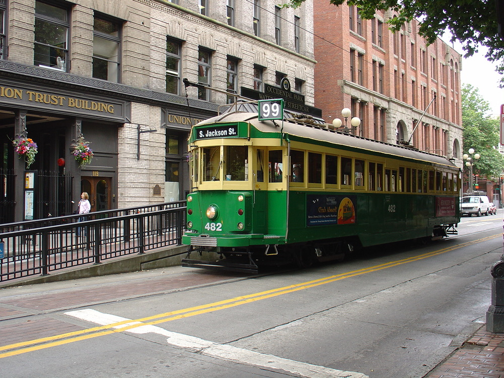 Seattle_Waterfront_Streetcar_at_Occidental_Park.jpg