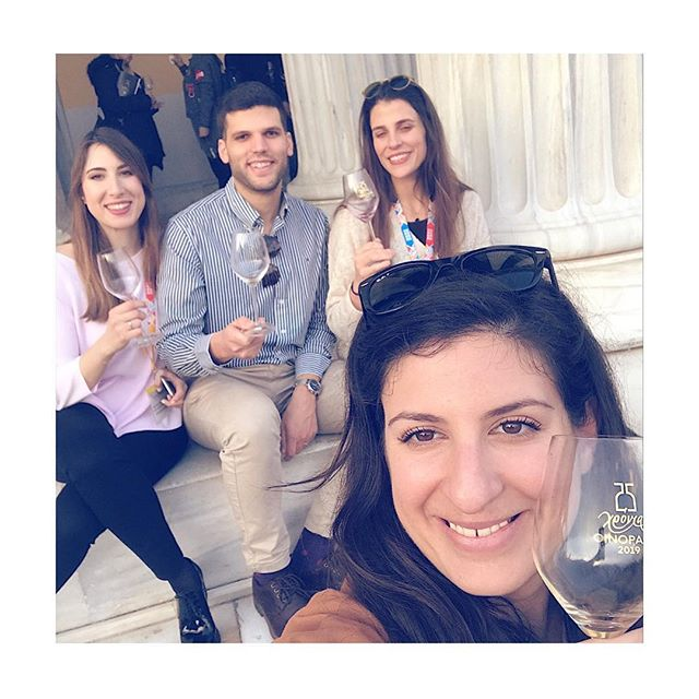 Wine tastes always better when you share it with friends 🤗 #oenorama2019 #greekwine . . . . .  #drinkgreek #winefriends #winetasting #winelover #wineandfriends #winestagram #wineo #wineallday