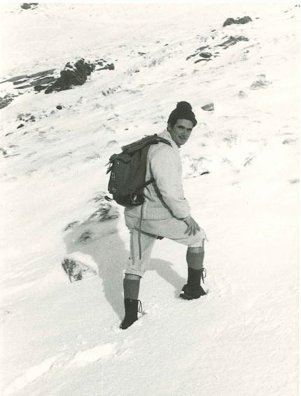 """""""… quell'inverno senza affanni  che scricchiolava in gelo sotto le chiodate  scarpe di un tempo, dei suoi diciott'anni""""  Van Loon (Francesco Guccini)"""