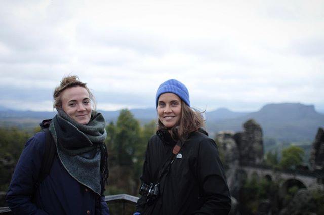Noumia Film ist auf der Bastei! #shoot #sächischeschweiz #basteibrücke #bastei Foto: @stephirb // mit: @saechsischeschweiz #welovenature