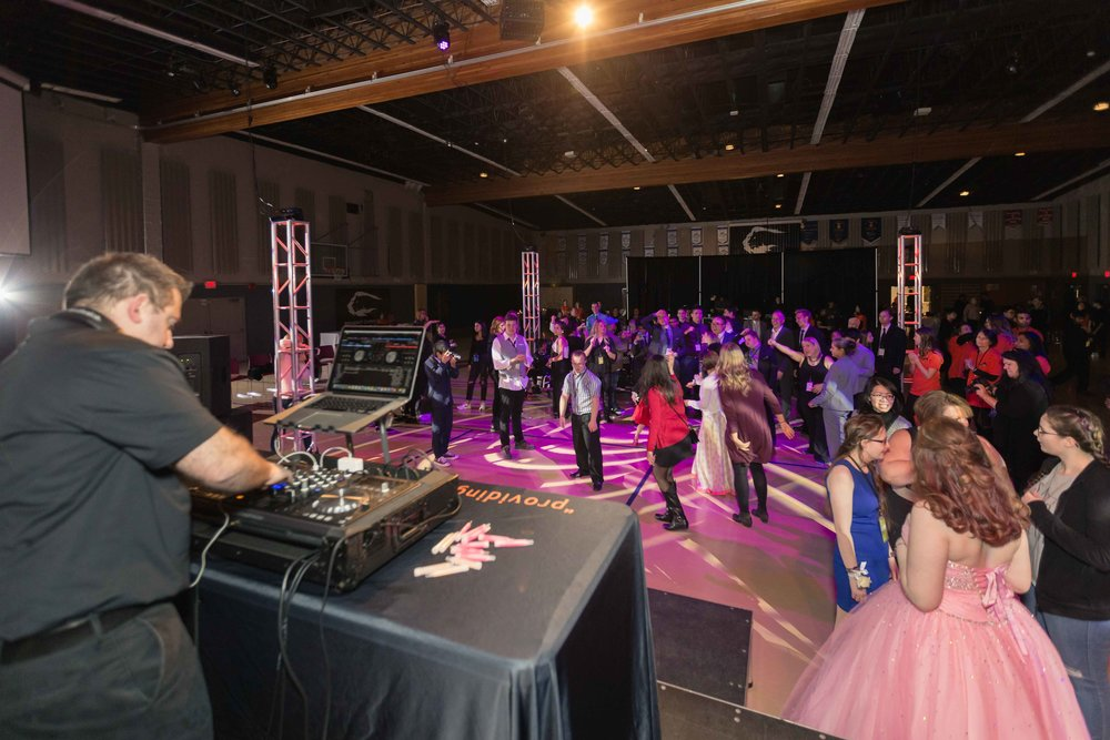InBetweenDreamsWedding_NightToShine2018_HorizonChurch (289 of 514).jpg
