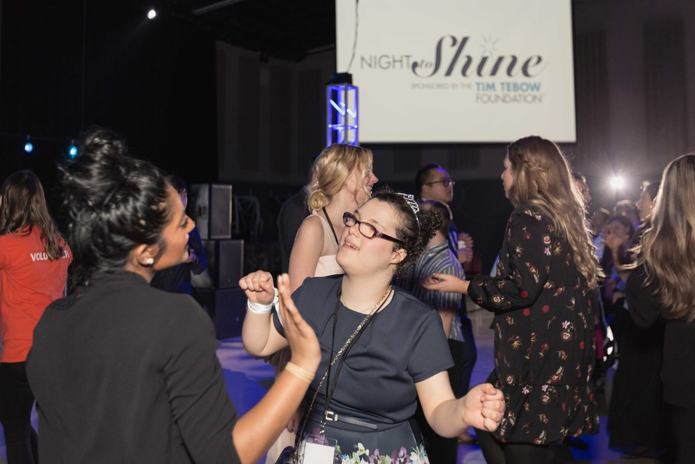 InBetweenDreamsWedding_NightToShine2018_HorizonChurch (453 of 514).jpg