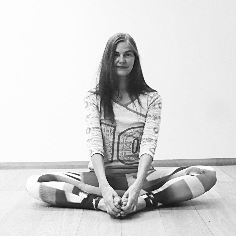 Adi Vajra Shakti Yoga | Anne