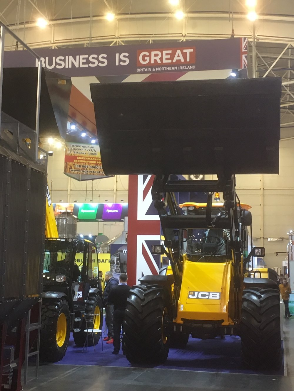 IMG_4834.UKR.JCB.Business is Great.JPG