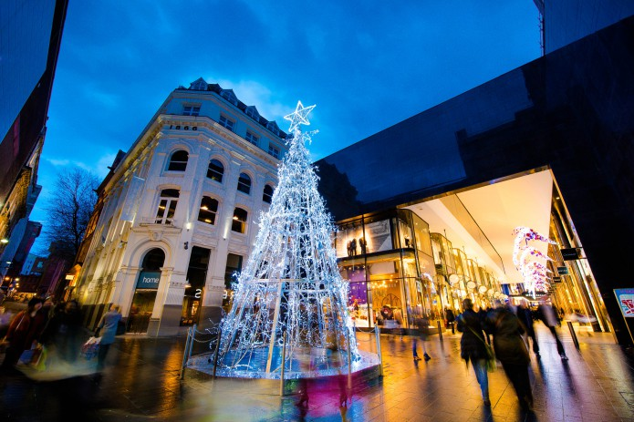 Christmas-tree-in-Peters-Lane-at-Liverpool-ONE-695x463[1].jpg