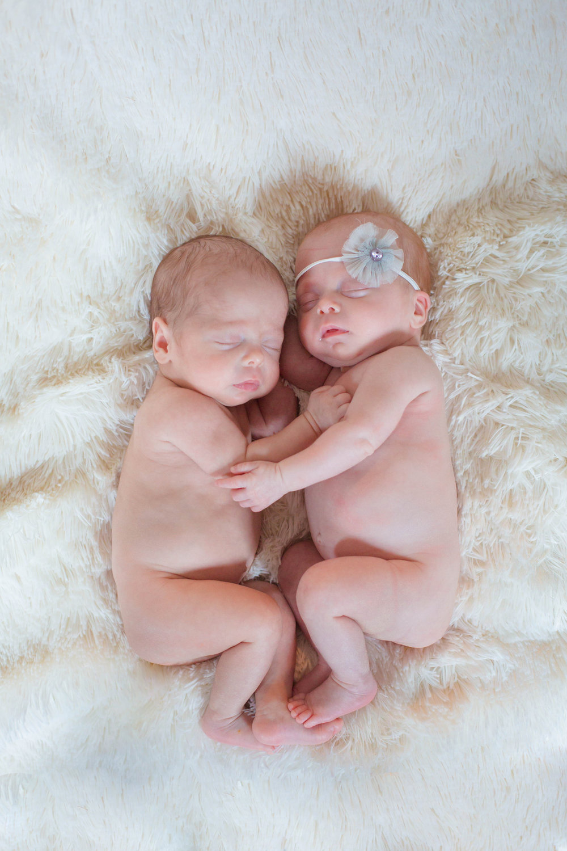 twin newborn photographer.jpg