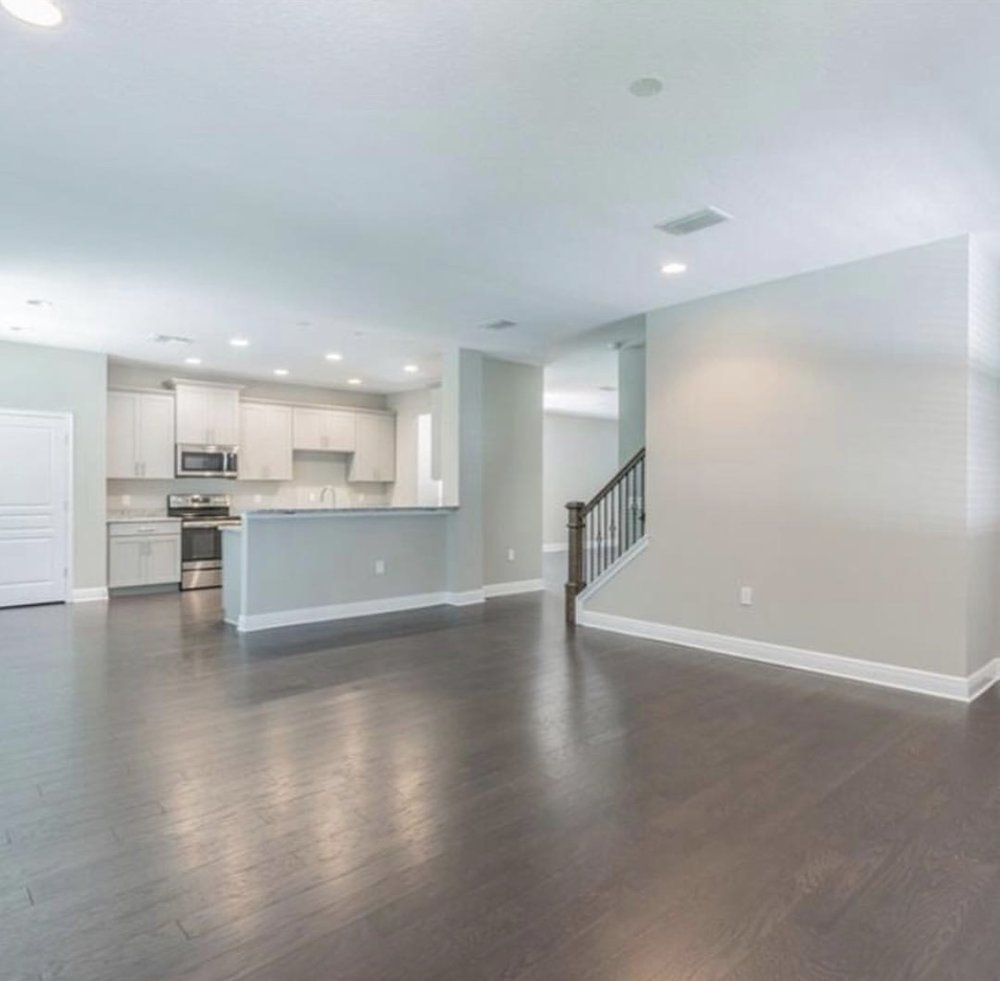 Open floor plans? Yes please 😍. This is the inside of that same blue lovely home Anne showed earlier this month.