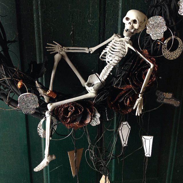 Ready with some homemade craaaaafts #halloween #hallowseve #wreath #skeleton #crafts