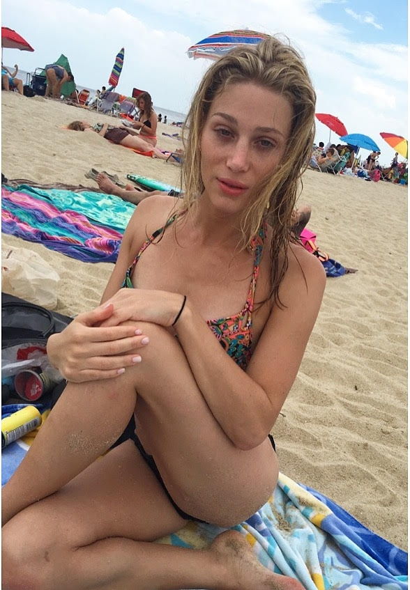 Men blondes falls out of her bikini fair
