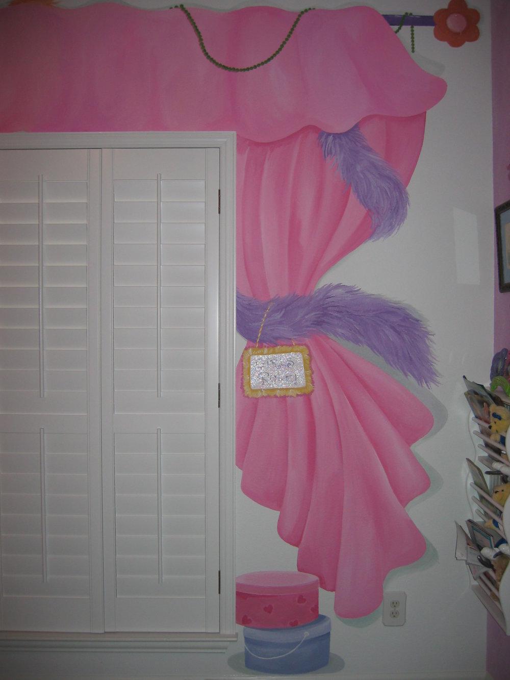 20040525.01.mural.dress-up.curtain.jpg