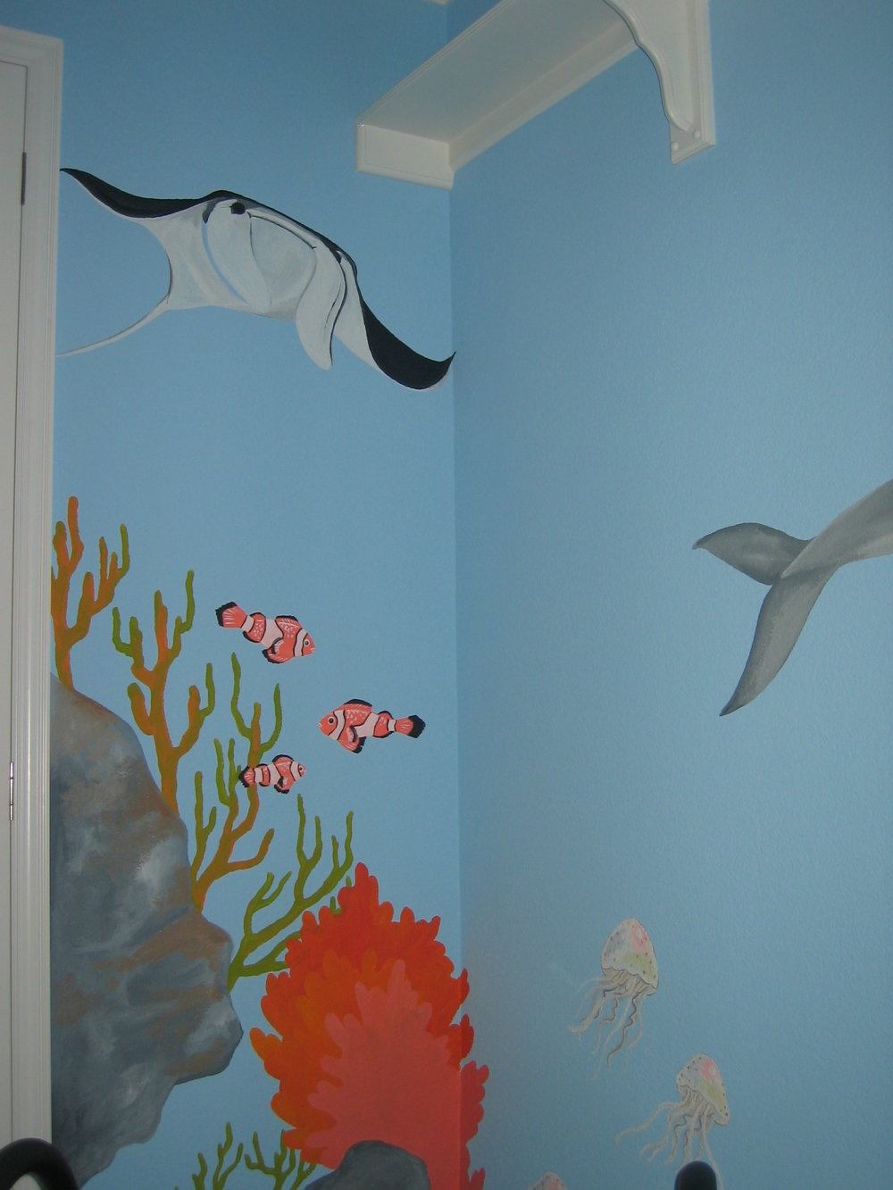 20040525.05.mural.stingray.clownfish.coral.jpg