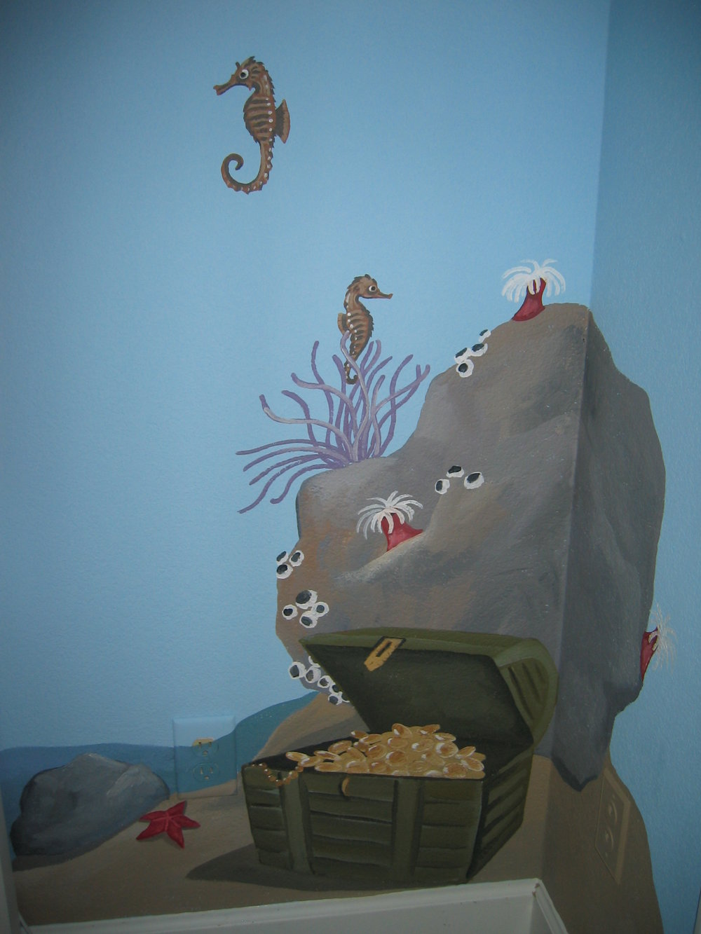 20040525.10.mural.sea.horse.treasure.chest.jpg