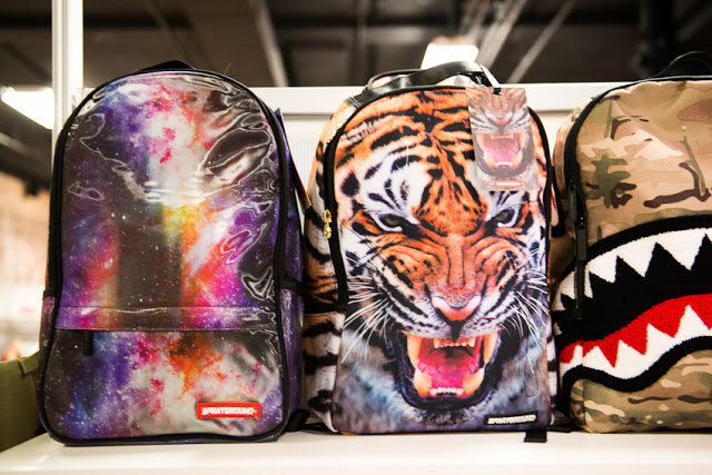 Seeing these backpacks made me wish I was going back to school. I would  have the coolest backpack ever 1bfa3175b63e6