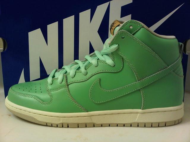 the best attitude 648b3 69159 Sneak Peek: Nike Dunk High SB 'Statue of Liberty' — SOLIFESTYLE®