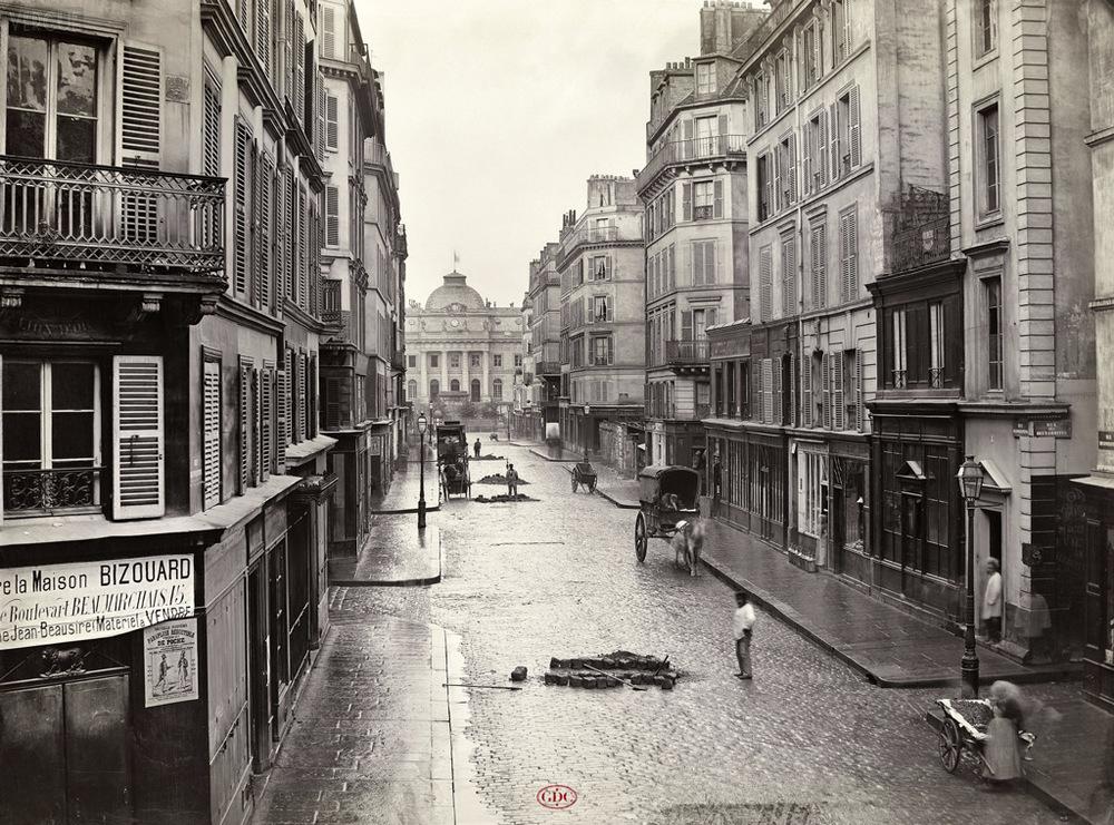 Charles Marville - rue de Constantine, de la rue d'Arcole, Île de la Cité, Paris IVe. 1865.