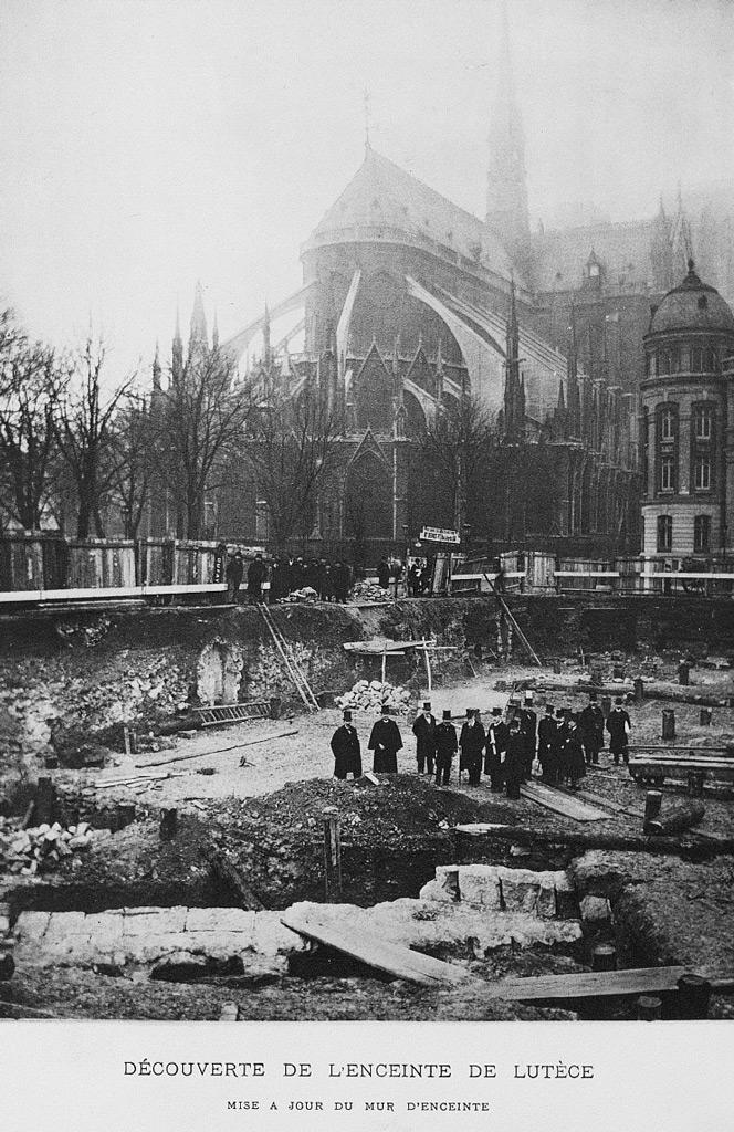 Premier procès verbal de la Commission du Vieux-Paris, instituée en décembre 1897:  lien .  Source: BnF -  Lien