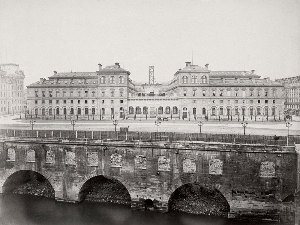 Charles Marville, Hôtel Dieu vers 1861-70. Source: Victoria Sate Library -  Lien