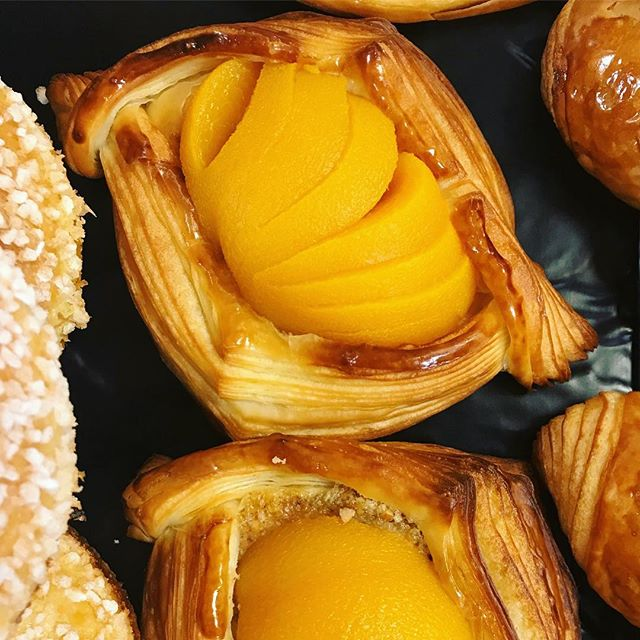☀️ Summer time ☀️Peach croissant with almond cream . . #breeoshbakery #danish #fruitcroissant #yellowpeach #montecito #santabarbara #coastvillageroadmontecito #frenchbakery #artisanbread