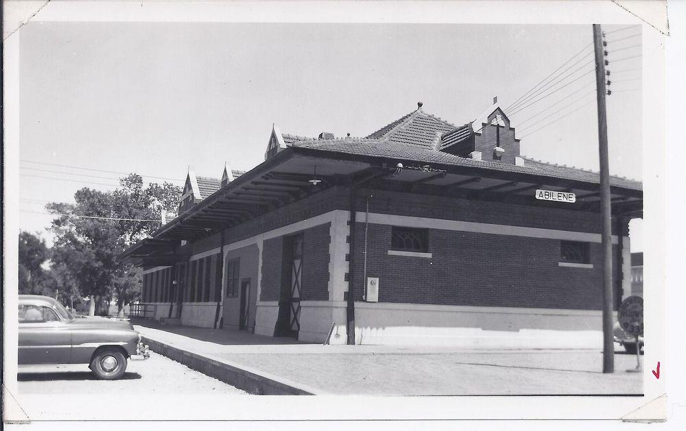 1993_006_0040 - Print, Photographic, T&P Depot, Abilene, 1945.jpg
