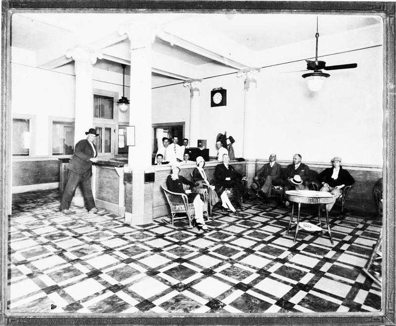 Hotel Grace lobby, 1930.jpg