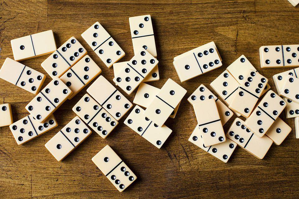 dominoes-58a6f3a95f9b58a3c919f3ef.jpg