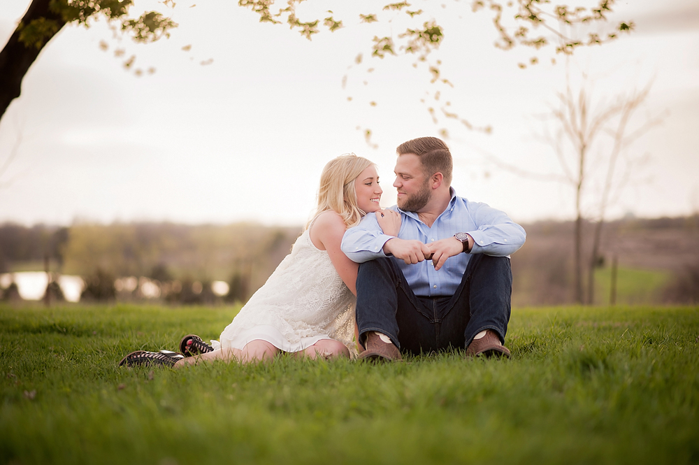 19-Kansas City Engagement Photographer.jpg