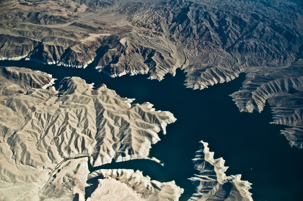 Shooting Lake Mead from a small aircraft. Shooting through a window is a bit tricky.