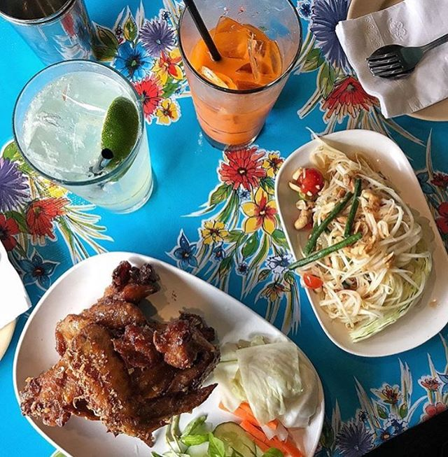 Cheers to a great pair @pokpokny !  Ike's Vietnamese fish sauce wings and Papaya Pok Pok. 📸credit @tinaeats_  #couplegoals #pairing #wings #papaya #pokpokny #spicy #sweet #salty #sour #flavor #duo