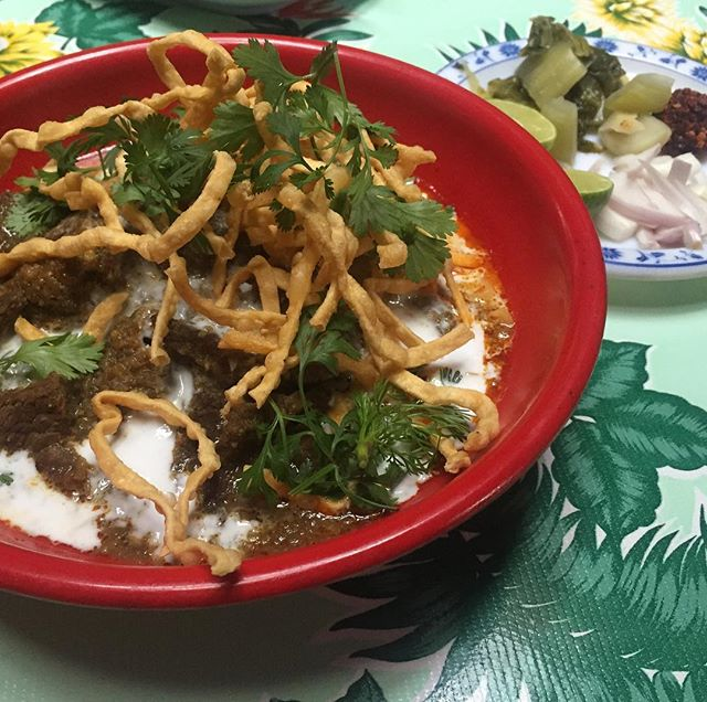 A new favorite on the menu @pokpokny ...Khao Soi Neua.  Mild Muslim style beef curry noodle soup made with complex dry spice mixture and topped with coconut milk.  #khaosoi #beef #chiangmai #thailand #curry #noodles #foodie #aromatic #eater #pokpok