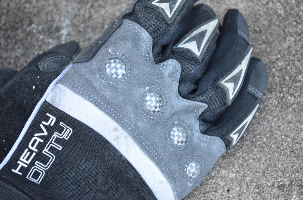 FIRM-GRIP-Heavy-Duty-Work-Gloves-knuckles