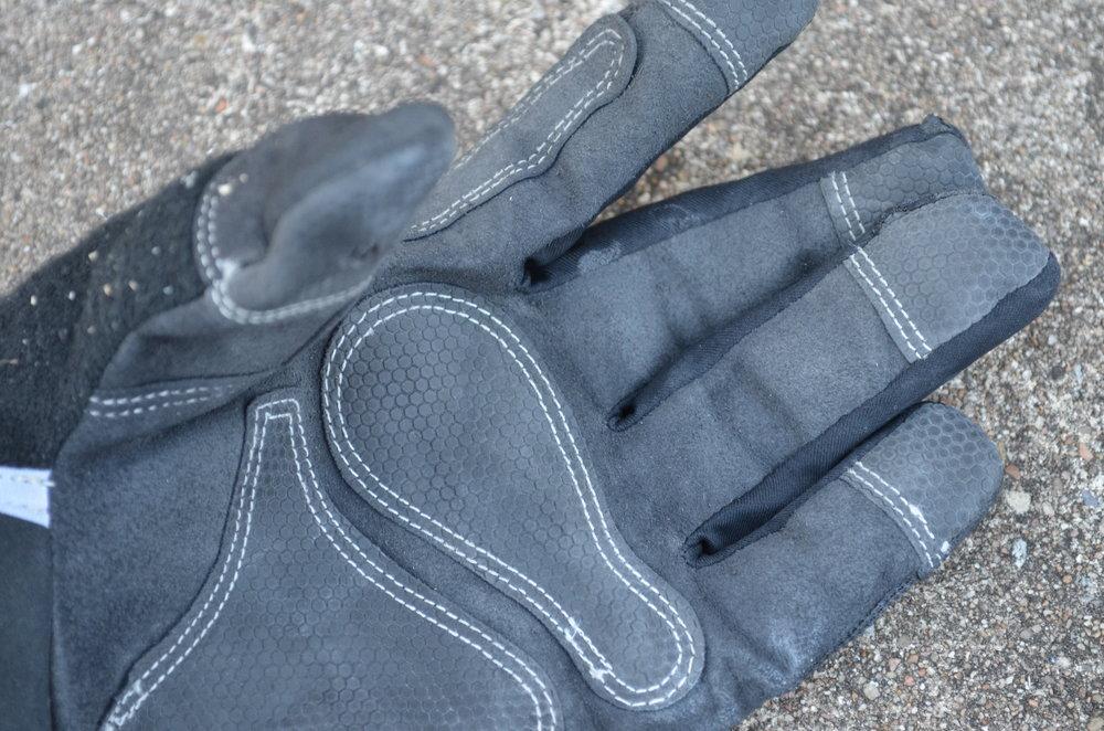 FIRM-GRIP-Heavy-Duty-Work-Gloves-grip