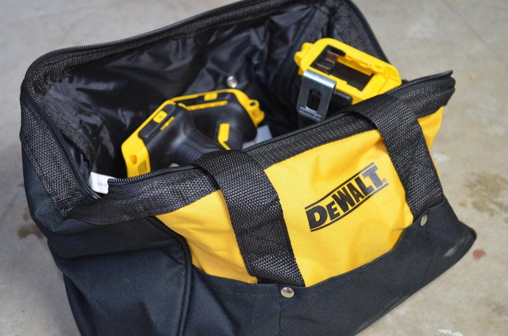 DeWalt-3-Tool-20v-MAX-Cordless-Combo-Kit-bag