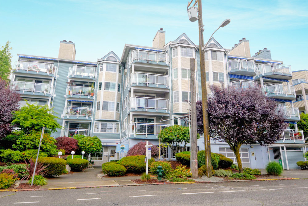 6920 California Ave SW, #23  ,  SEATTLE, WASHINGTON 1,214 SQ FT –2 BED/1.75 BATH    listing agent:  Christian harris , 206. . 276.9744