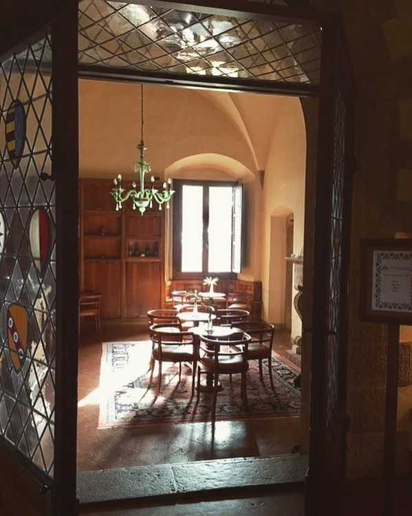 The morning sun and a pretty green Venetian glass chandelier in the bar @htbellosguardo #RiescoLapresTravel