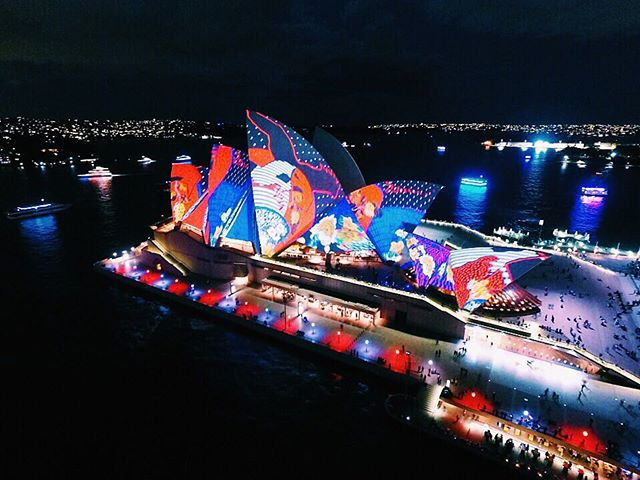 The Sydney Opera house all lit up for the final night of Vivid 👌🏼 #ilovesydney #vividsydney #sydney #nsw #australia #drone #dji #adventure #travel #travelling #wanderlust #ausfeels