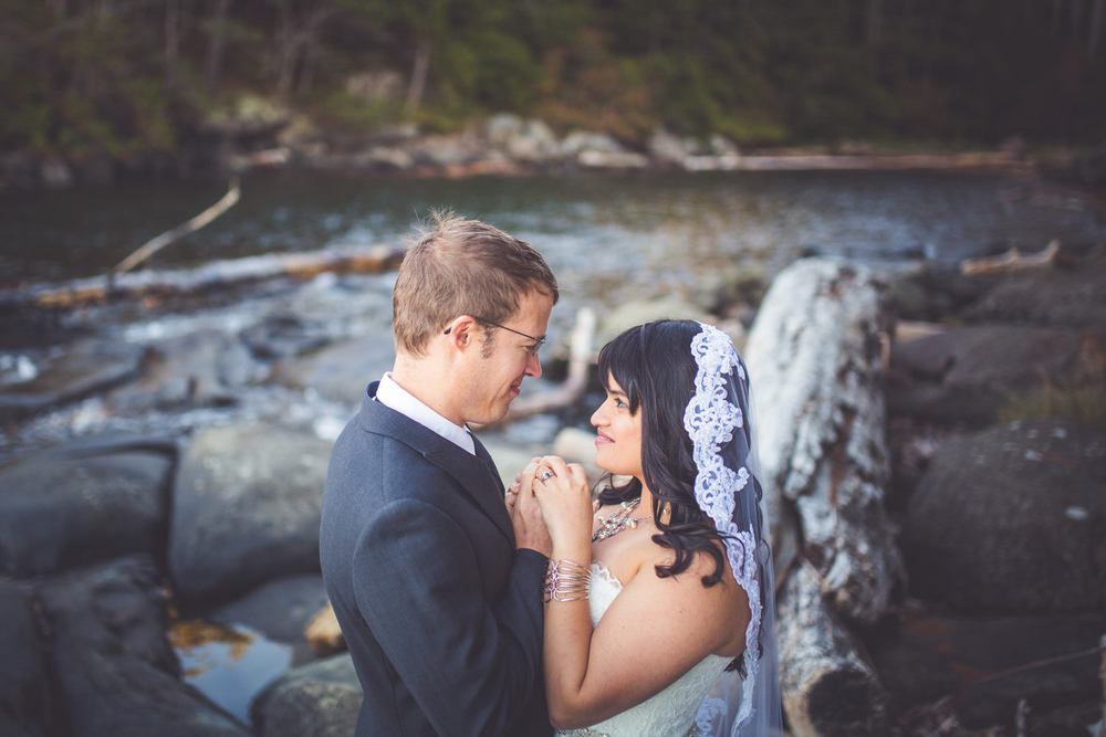 dragons-lodge-romantic-gabriola-island-wedding-153.jpg