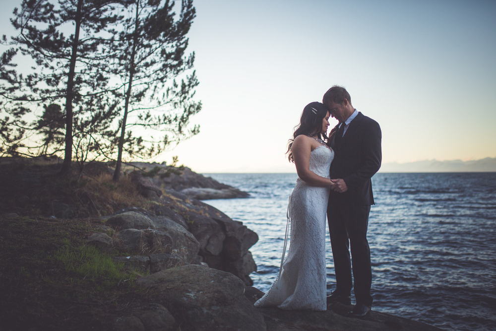 dragons-lodge-romantic-gabriola-island-wedding-160.jpg