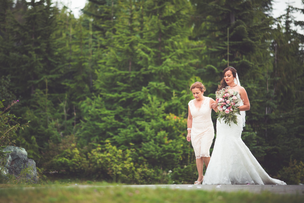 bride walks down aisle with mother at mount washington wedding