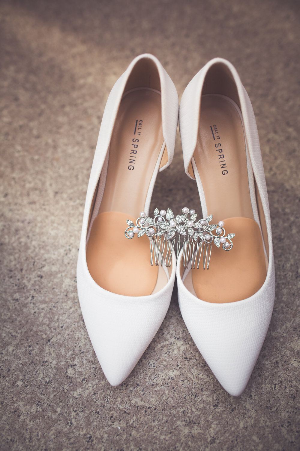 bridal shoes and hairpiece for mount washington resort wedding in courtenay bc