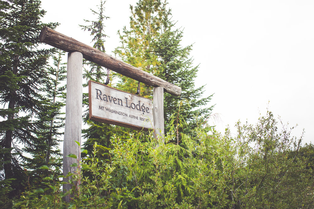 raven lodge sign at mount washington resort