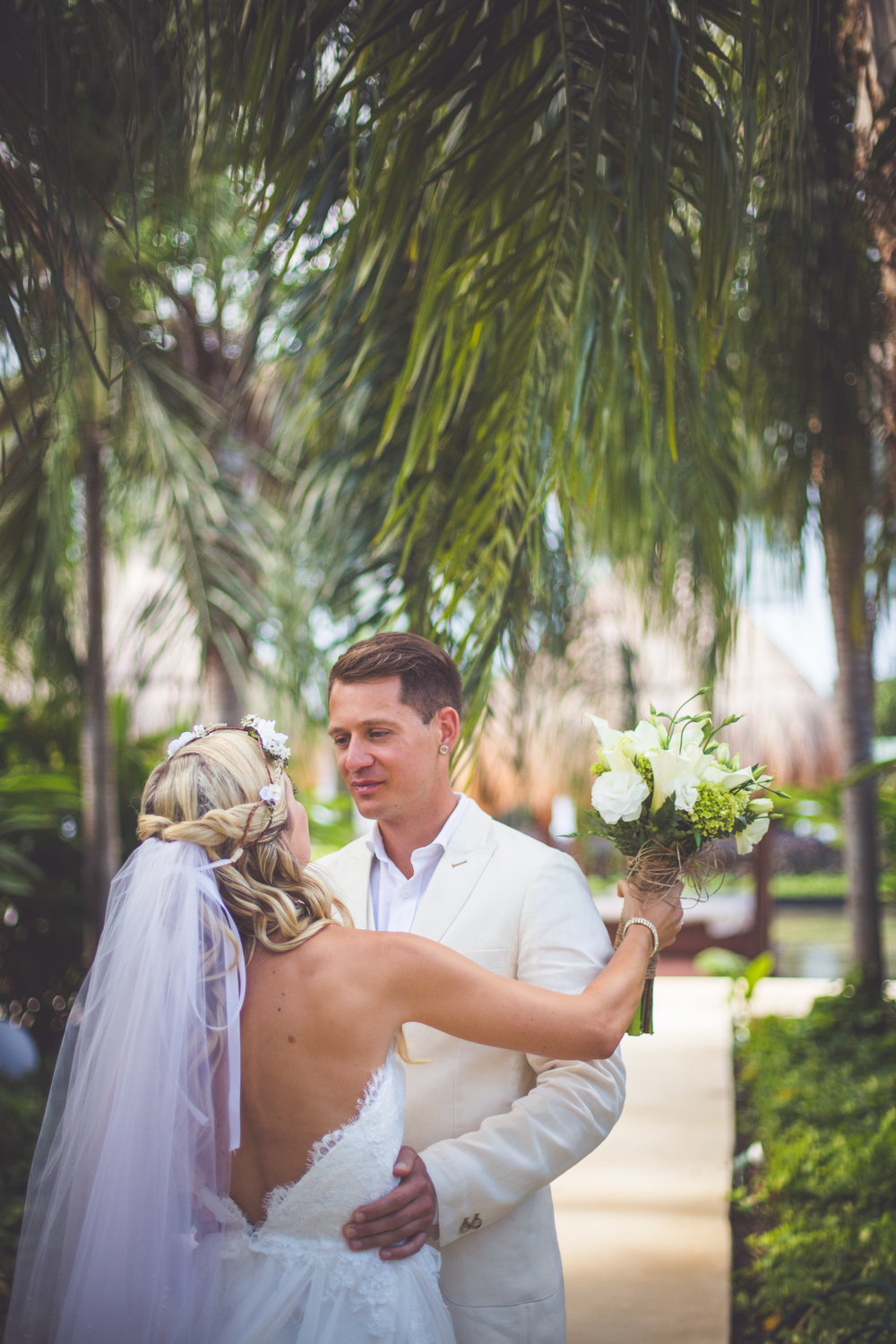 groom sees bride for first time at mexico resort wedding
