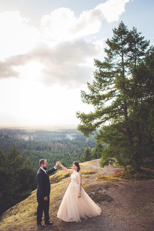 parksville bc wedding portraits on little mountain