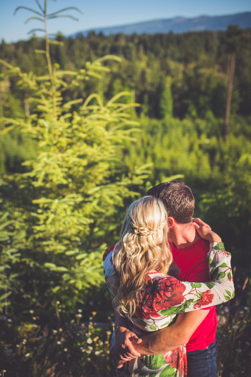 quailcum beach forest engagement portraits