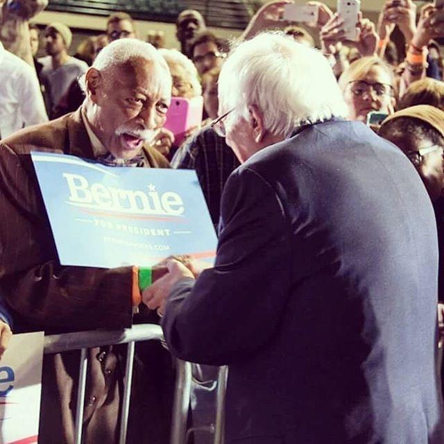 We find this photo absolutely heartwarming 😍 #BernieSanders #Bernie2020 #BernieForThePeople #CAforProgess